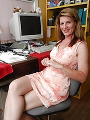 Aged office worker Linda and her sweet hairy cunt