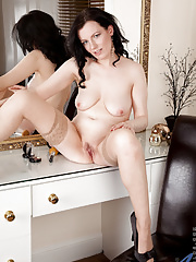 Amateur housewife shows off her legs spreads her pink cunt