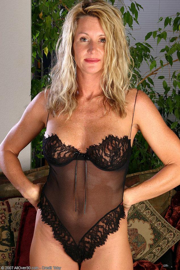 amateur mature women stripping