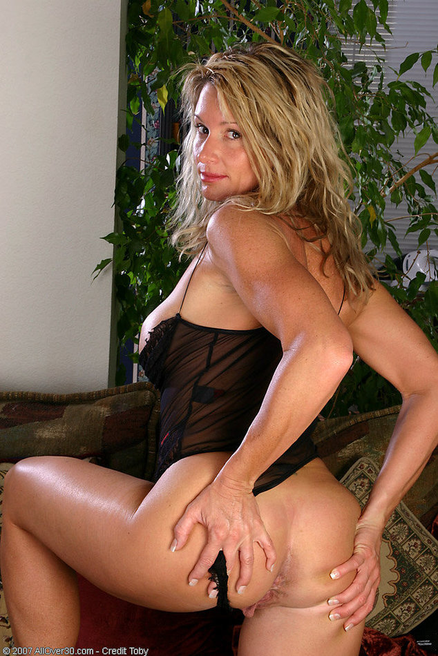All Over 30 Amateur Mature Woman Stripping See Thru -2149