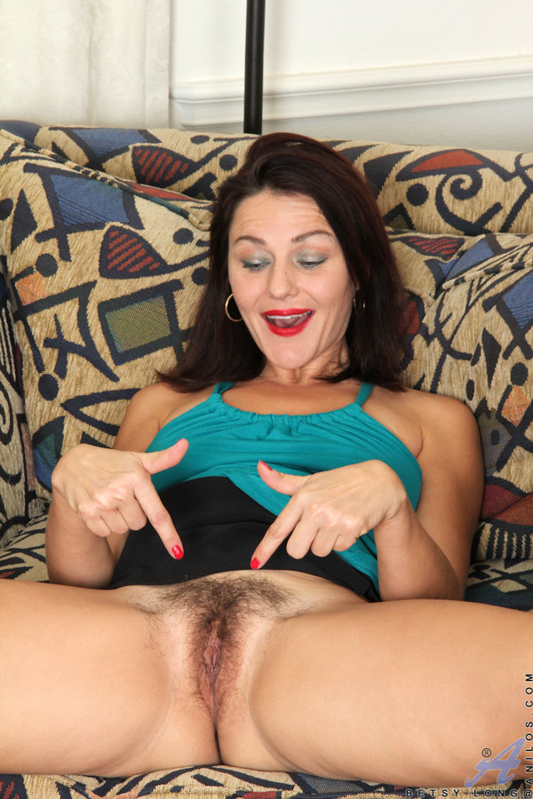 hairy pussy amateur mom