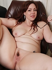 BBW plumper mature displaying her curvaceous body