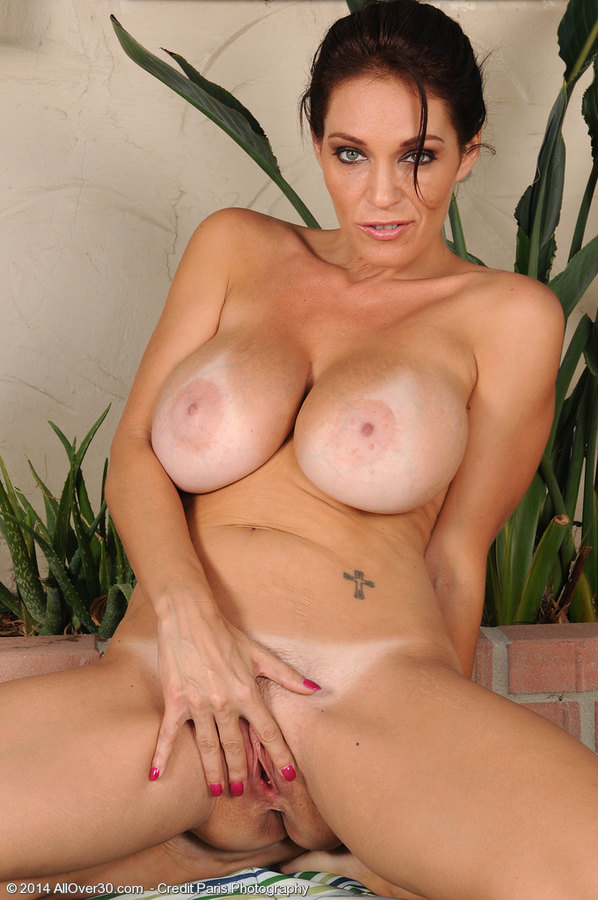 Latina uses big toy and her fist in pussy 6