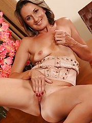 Beautiful mature babe Misty Law stuffs pussy with toy