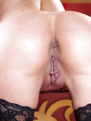 Beautiful mature chick tia layne striping with perfection totally naked
