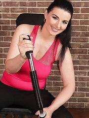 Beautiful Sandra Nero works out her body