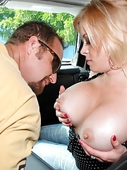 Big tits round ass milf gets picked up at the laundry