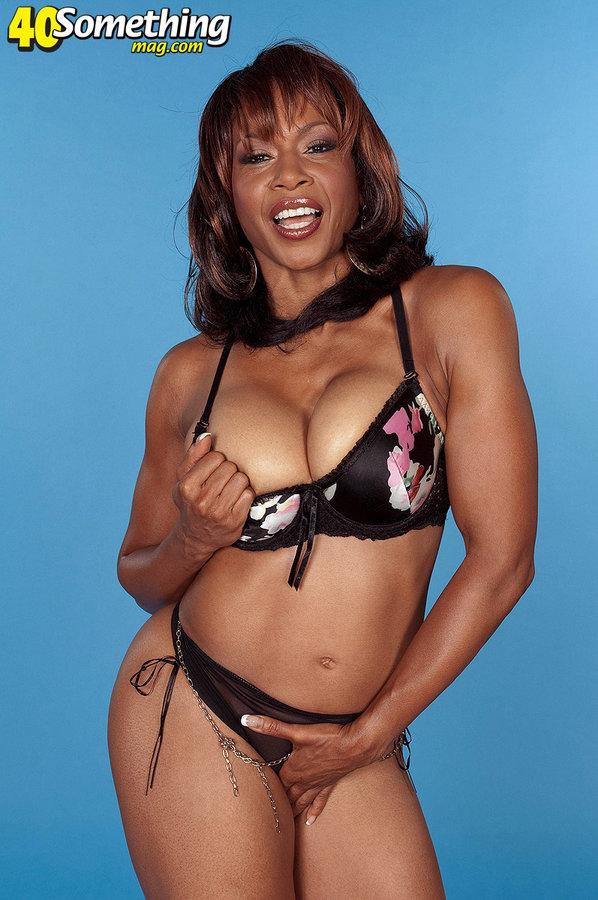 Black Mature Semmie Desuora Stripping From Bikini