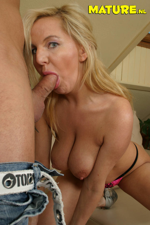 Best wifey quickie blowjob and swallow