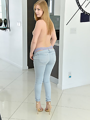 Blonde MILF Dolly Leigh with good looking body wearing jeans