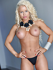 Blonde MILF fitness Nikki Delano with fake tits shows off her perfectly toned butt
