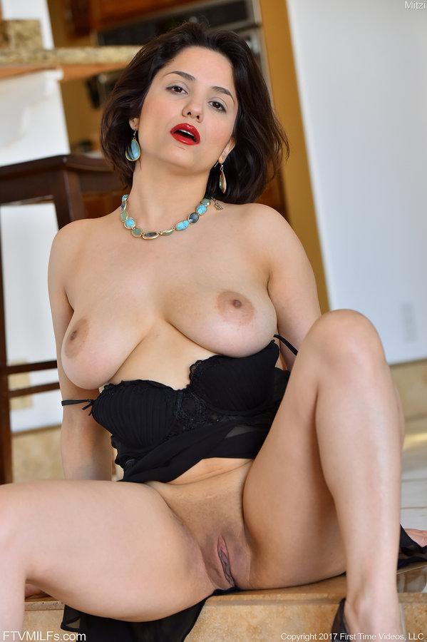 Ftv Milfs Bouncy Mom Mitzi Oiling Her Big Boobs -4050