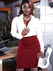 Busty black mature Jasmine Webb gets her hardcore pussy nailed by white boner