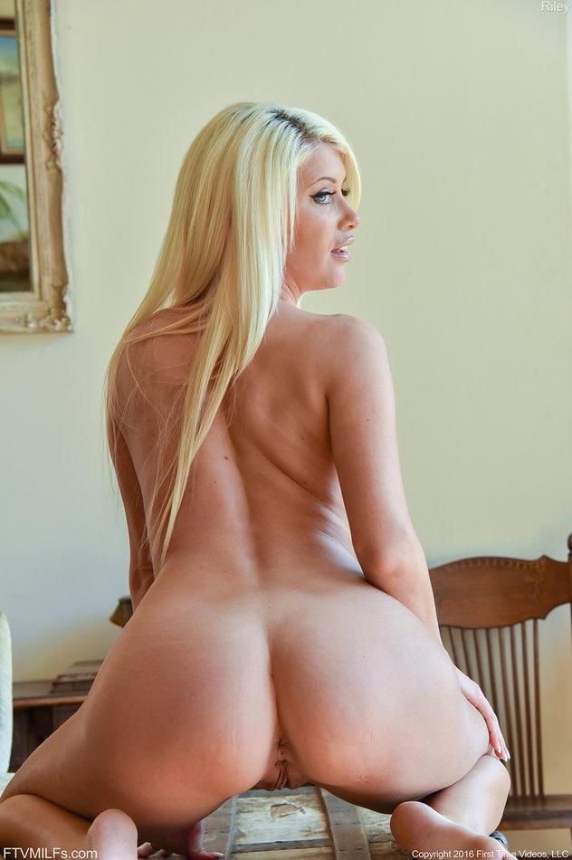 busty blondes masterbating