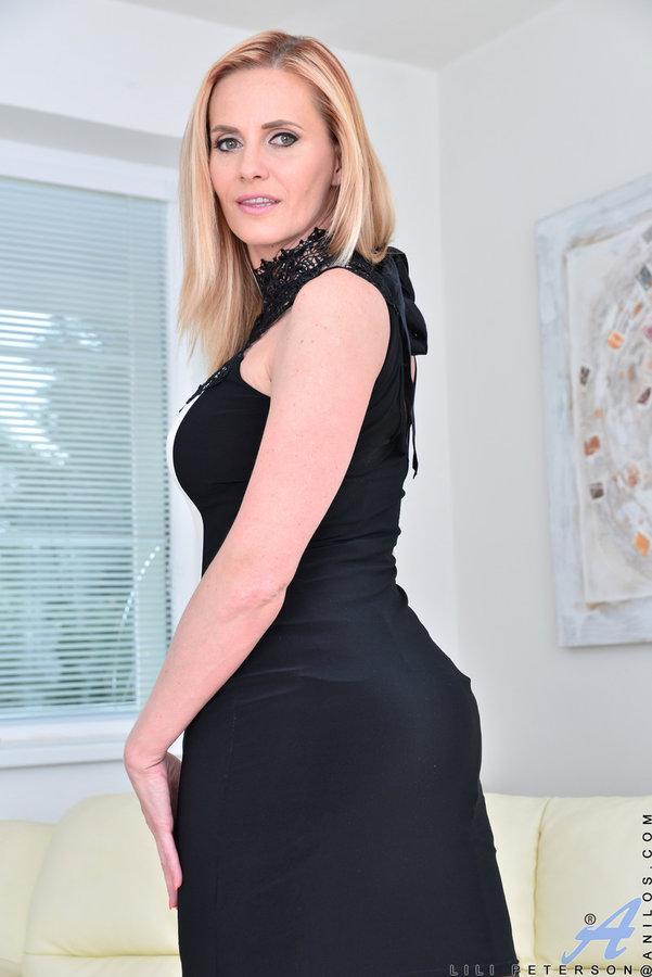 Mature blonde busty women nasturbating