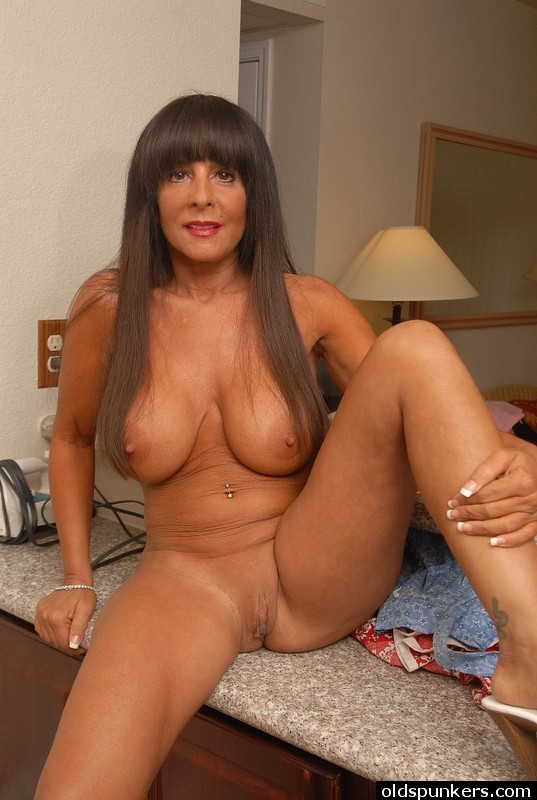 older Old spunkers brunette