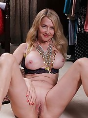 Busty mature amateur Eva Griffin spreads tasty pussy