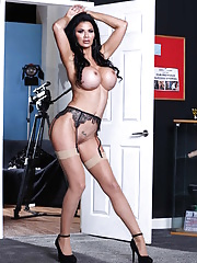 Busty mature cougar in black lingerie gives an amazing titty fuck