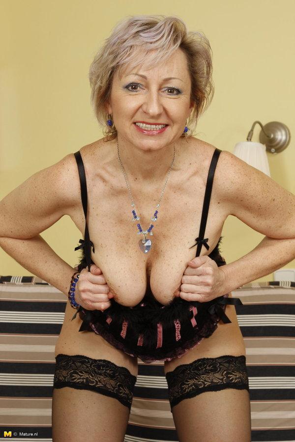 Sexy naughty milf porn