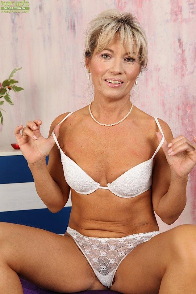 Karups Older Women Country Cougar Janet Darling Tickles -8927