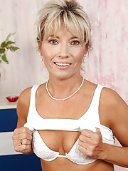 Country cougar Janet Darling tickles her own g-spot