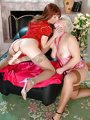 Crummy mature babe diddling her pussy and asking her French maid for help