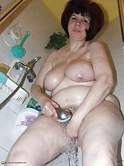 Curvy chubby amateur show off their big saggy melons in bath