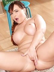 Curvy MILF Sabina Black exposes her thick ass