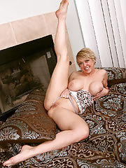 Dee Williams Blonde displaying sexy long legs  and hot naked ass