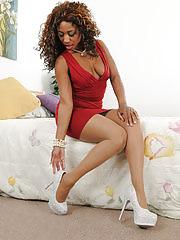 Ebony MILF Jade Nicole exploring her chocolate pussy