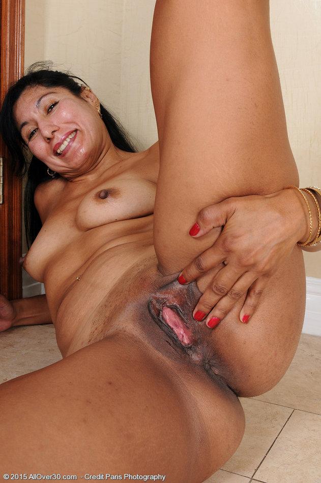 Mature shaved latina pics free-2081