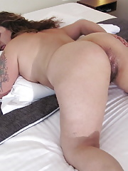 Hairy housewife gets herself off for us