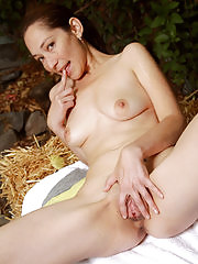 Horny Fiona Fillmore stops for a picnic but spreads instead