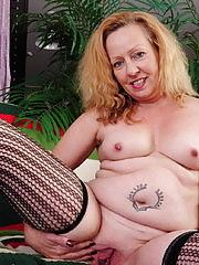 Horny mature slut getting wet and wild