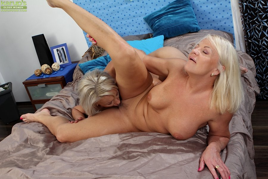 Horny lesbian pics