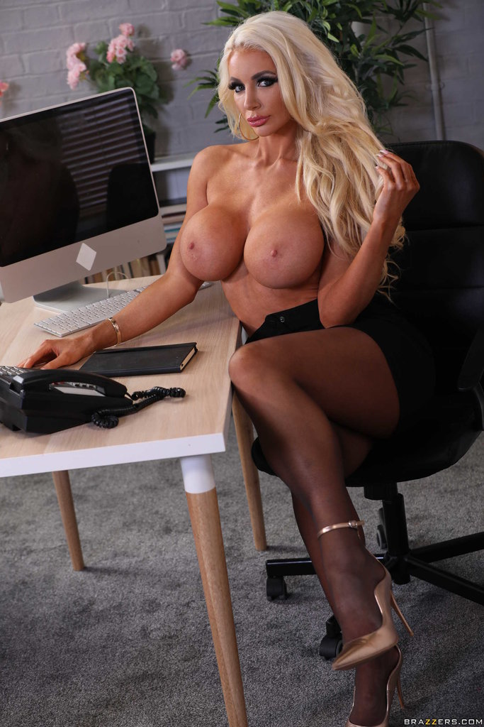Horny Perverted Secretary With Ni