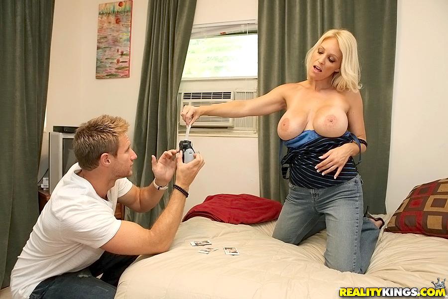 hot big boob blonde blowjob milf bild
