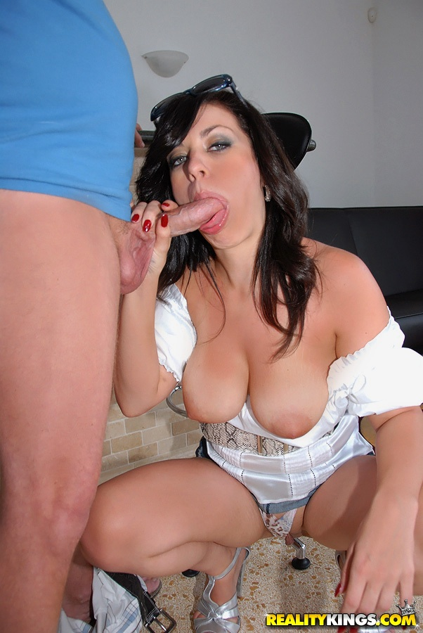 Angelica milf hunter