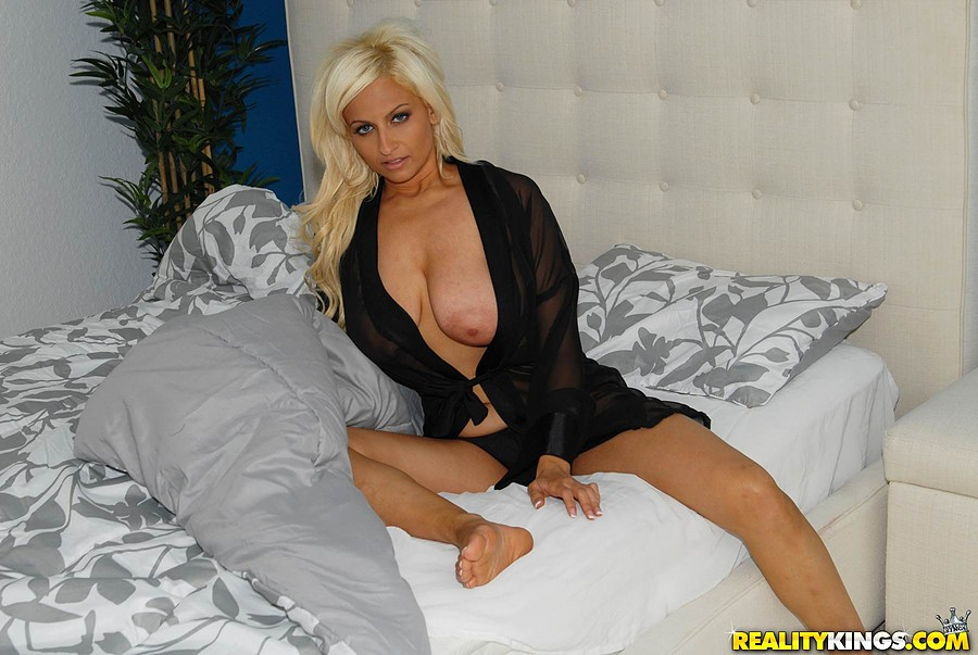 Big mature juicy tits getting fucked