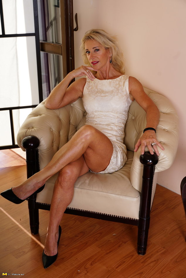 Mature Nl Hot Gilf Housewife Undressing And Finger Fuck -7236