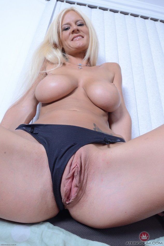 Gloryhole girlz carmen