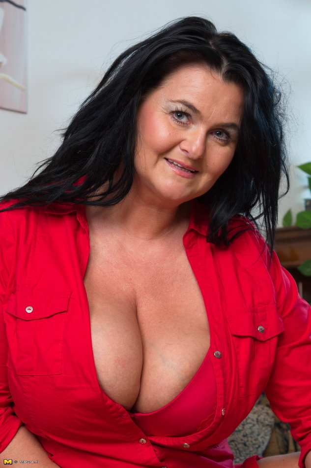 Mature Nl Hot Mature Lady With Huge Natural Breasts -4283