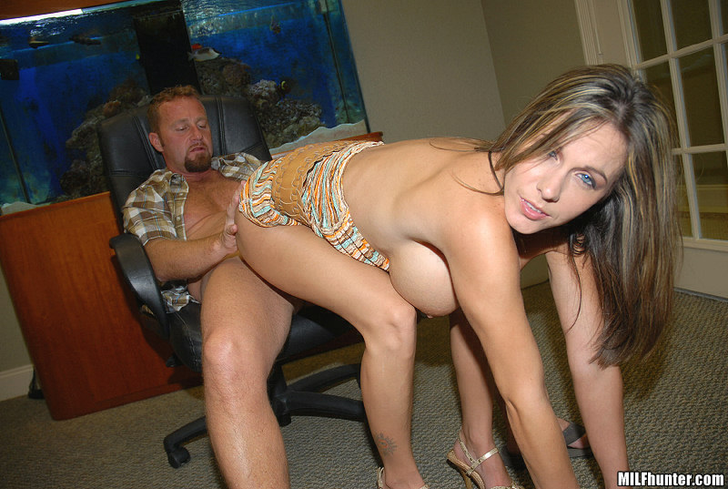 Milf Hunter Hot Milf Definitely Got Everything Her Husband Wasnt -7447