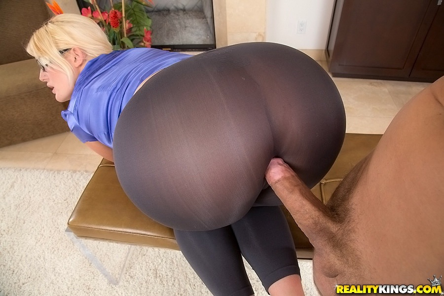 Hot ass in yoga pants geting fucked variant suggest