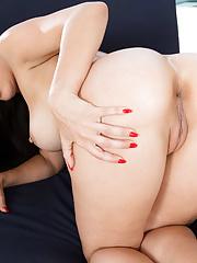 Hot wife Rachel Starr in bikini seduces and fucks her new boytoy