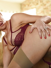 Hottie mature Britney Amber getting her small asshole drilled