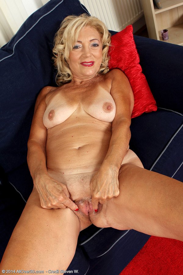 Mature Strip Pics
