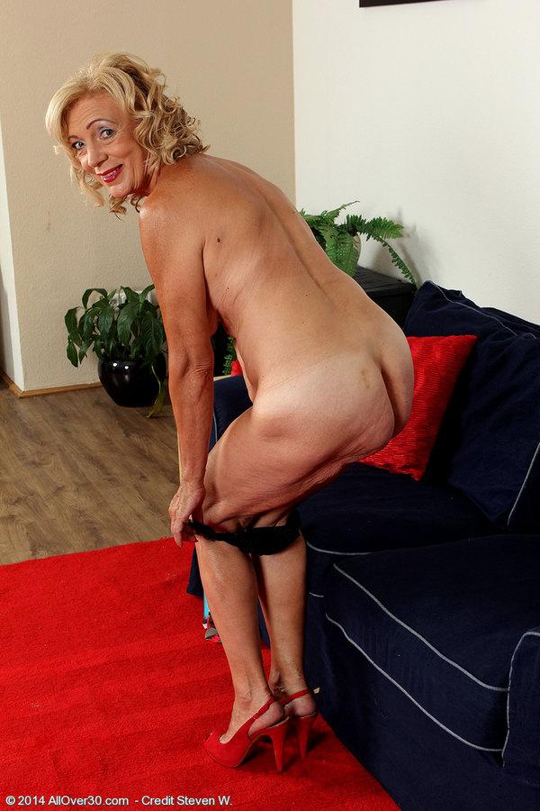 kamilla cum older women escorts