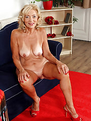 Housewife Kamilla putting on a very sexy strip show here