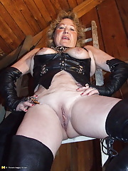 Kinky amateur slut loves bondage and pee